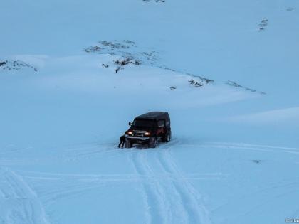 зима в Исландии,  Landmannalaugar, Ландманналёйгар, Лундаманналаугар, джип-сафари, Исландия, фото Стасмир, photo Stasmir, застрял джип Форд Е350 по дороге на Ландманналёйгар, Исландия зимой