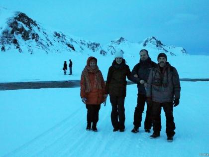 Landmannalaugar, Ландманналёйгар, Лундаманналаугар, джип-сафари, Исландия, фото Стасмир, photo Stasmir, счастливые туристы на зимнем пути к Ландманналёйгар, счастливые туристы на горной дороге после перехода вброд реки