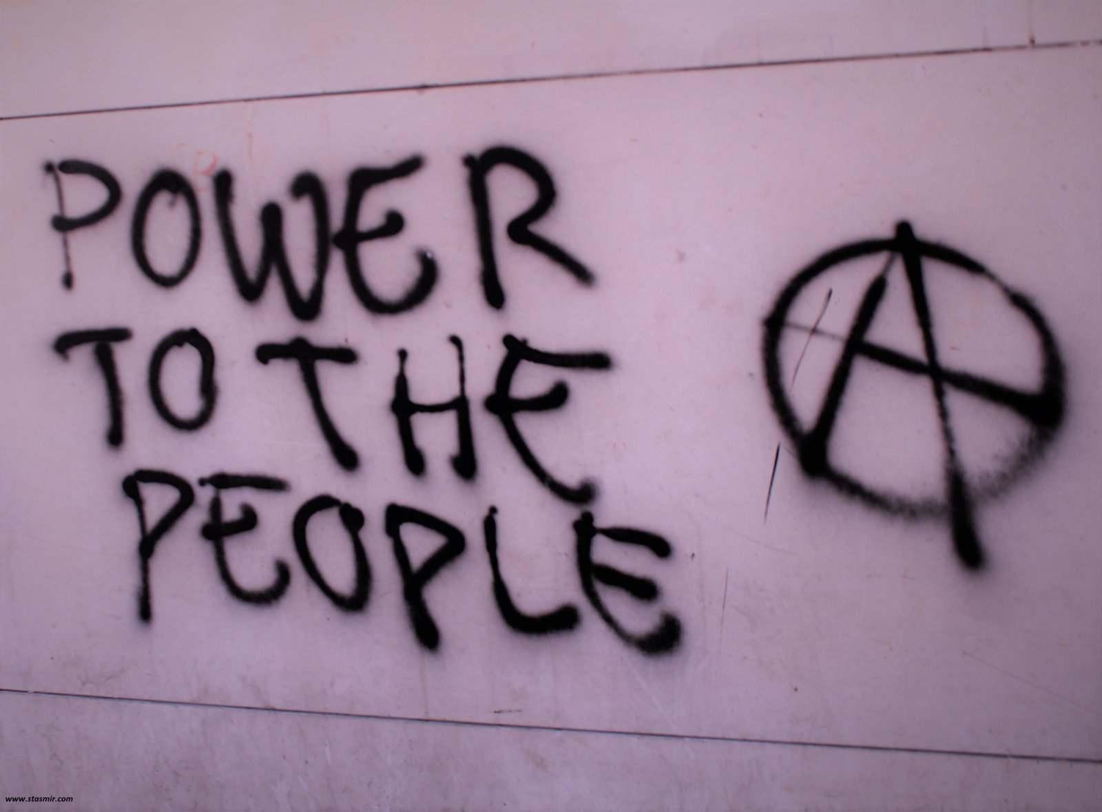 Надпись на стене в Куимбре, Португалия: власть нороду! Фото Стасмир, photo Stasmir