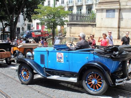 Синий винтажный Форд, Лиссабон, Португалия, фото Стасмир, Photo Stasmir