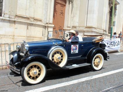 Винтажный форд перед Лиссабонским собором, фото Стасмир, photo Stasmir