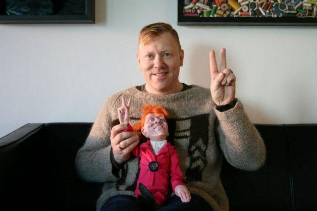 Йоун Гнарр и кукла мгновенно установили доверительные отношения