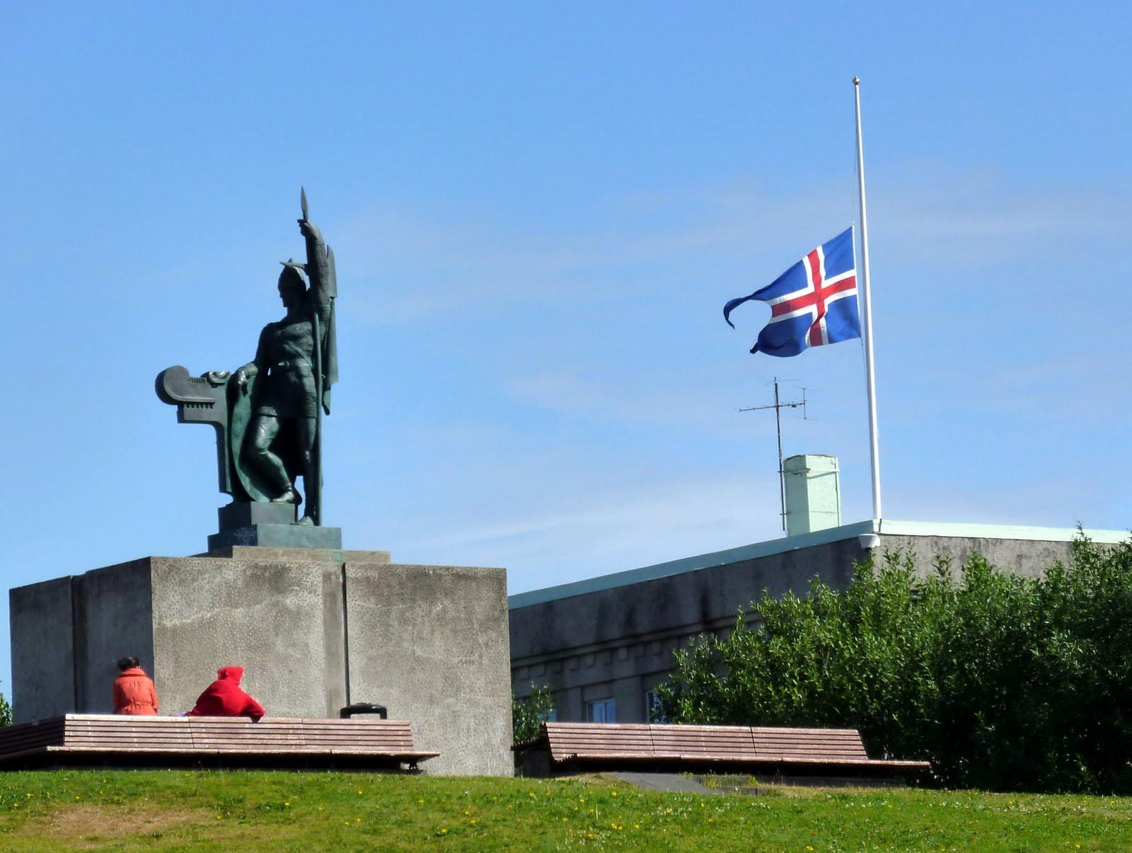 Flags half-mast in IcelandÞ Исландия скорбит по Норвегии. Ингоульвурур Артнасон, первопоселенец, Исландия, Рейкьявик, стасмир, Исландия скорбит по Норвегии. Ингоульвурур Артнасон, первопоселенец, Исландия, Рейкьявик, стасмир