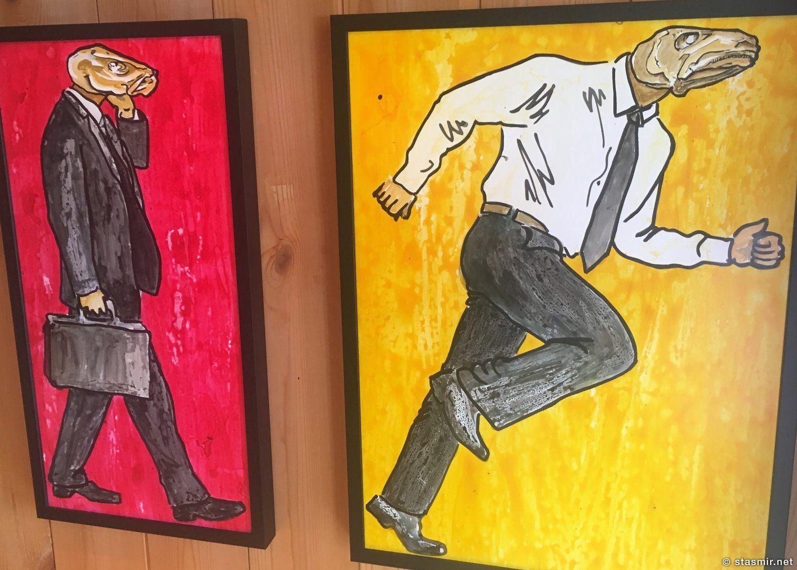 Рыбоголовые капиталисты кисти исландского мастера. Сфотографировал где-то в отеле. Автора, к глубокому сожалению, не знаю. Фото Стасмир, photo Stasmir
