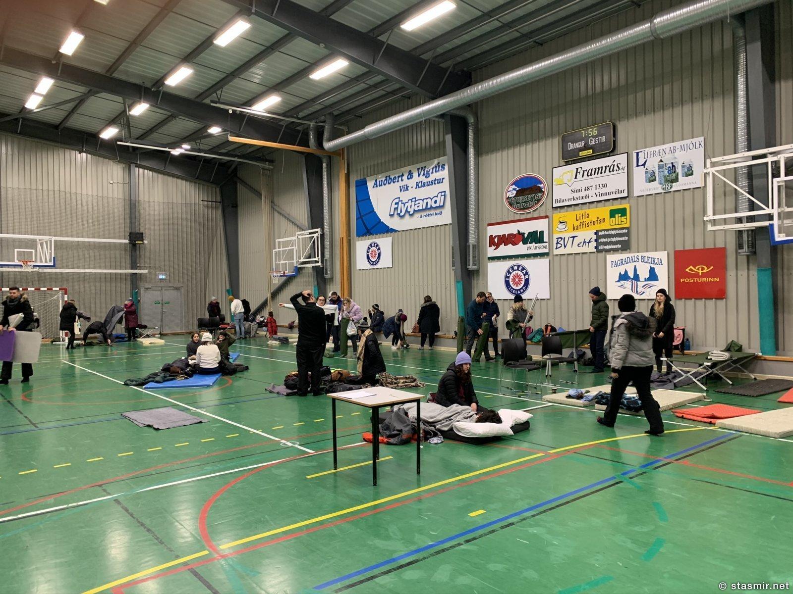 Спорт зал в Вике, где была развернута ночлежка для спасаемых, фото Стасмир, photo Stasmir