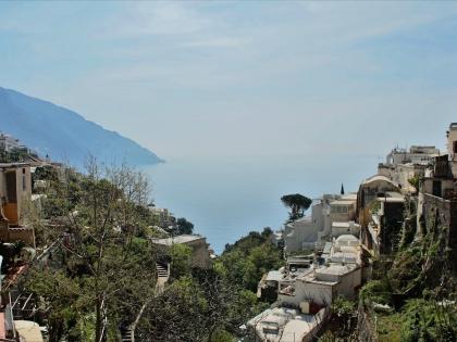 Позитано (Positano) в Италии в регионе Кампания в провинции Салерно, вид на залив, фото Стасмир, photo Stasmir
