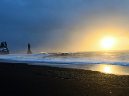 Reynisfjara strikes again