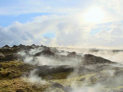 туман поднимается из под лавы на полуострове Рейкьянес, фото Стасмир, photo Stasmir