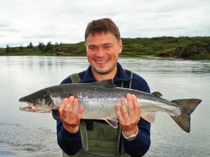 счастливый рыбак в Исландии: лосось, пойманный на реке Сёг в Исландии, рыбалка на хлыст в Исландии, фото Стасмир, Photo Stasmir, fly-fishing in Iceland, Photo Stasmir, Photo Stasmir