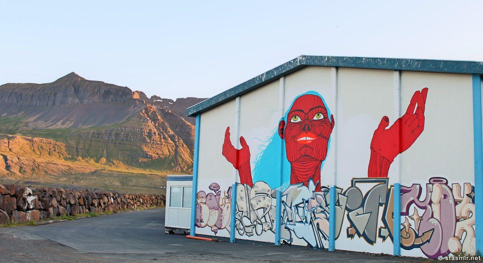 Настенная негритянки в восточных фьордах Исландии, Стёдварфьордюр, Восточная Исландия, Фьярдабиггд, фото Стасмир, photo Stasmir