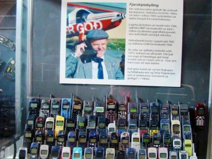 выставка антикварных мобильных телефонов в краеведческом музее Скоугар на юге Исландии по пути в Вик, фото Стасмир, photo Stasmir, Skógar