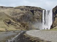 Водопад Skógafoss (Скоугафосс) — один из самых известных и посещаемых в стране