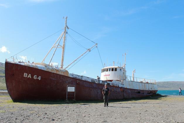 Станислав Смирнов у старого корабля BA 64 Gardar