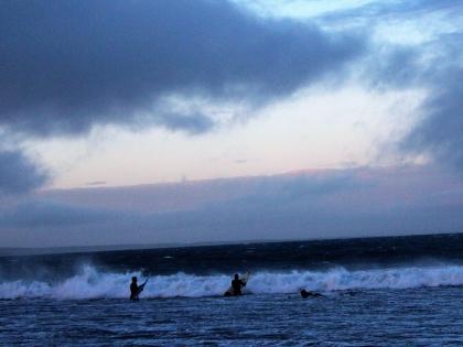 Исландские серферы на побережье рядом с Грюндафьёрдюром на полуострове Снайфедльснес, фото Стасмир, photo Stasmir