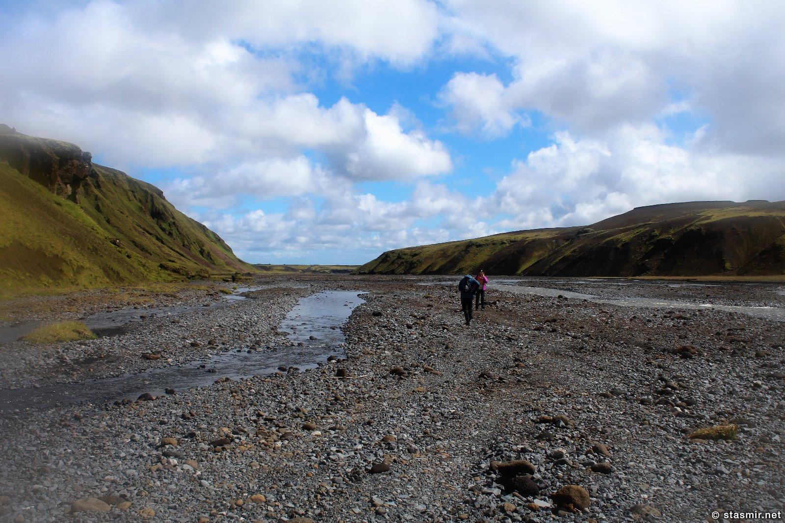 Ледянящая река, через которую нужно переходить на Тагиле, реки текут на юг, зеленые луга по маршруту Такгил, Такгиль, Þakgíl, Тагил, фото Стасмир, photo Stasmir