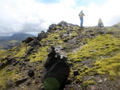 Вид на крышу неба - Тагил, зеленые луга по маршруту Такгил, Такгиль, Þakgíl, фото Стасмир, photo Stasmir, Южный Берег Исландии