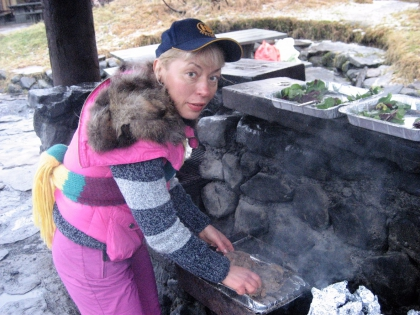 Готовим на грилле на туристической базе Тоурсмёрк, Торсморк, зима в Исландии, Þórsmörk, фото Стасмир, photo Stasmir