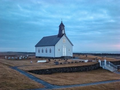 Тайны озера Клейварватн. Фумаролы, скрытое озеро, уединенная церковь без прихода. Тайны Исландии времен Холодной Войны