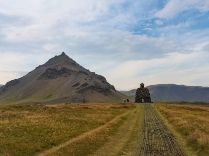 Arnarstapi. Bárðar Saga Snæfellsáss Statue