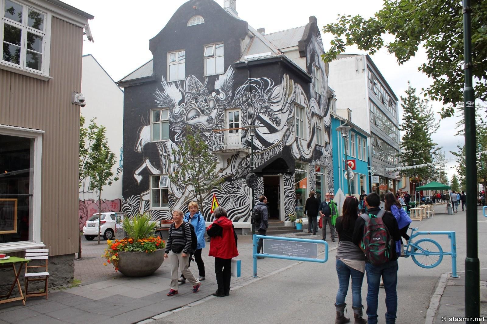 Лёйгавегюр - главная улица Рейкьявика, столицы Исландии, фото Стасмир, photo Stasmir