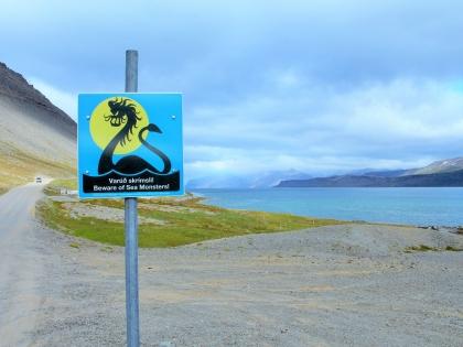Bíldudalur, Исландия, музей морских монстров, Бильдюдалюр, The Icelandic Sea Monster Museum, Skrímslasetrið á Bíldudal, Западные Фьорды Исландии, дорожные знаки в Исландии, Photo Stasmir, фото Стасмир