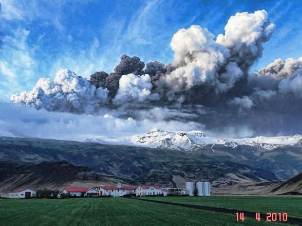 Извержение вулкана Эйяфьядлайёкюдль, ферма Торвальдсэйри