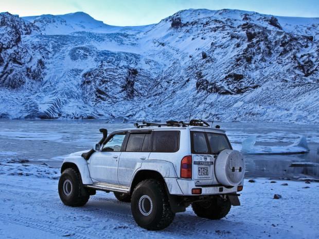 Nissan Patrol. Ледниковая лагуна Lónið у подножья ледника Gígjökull