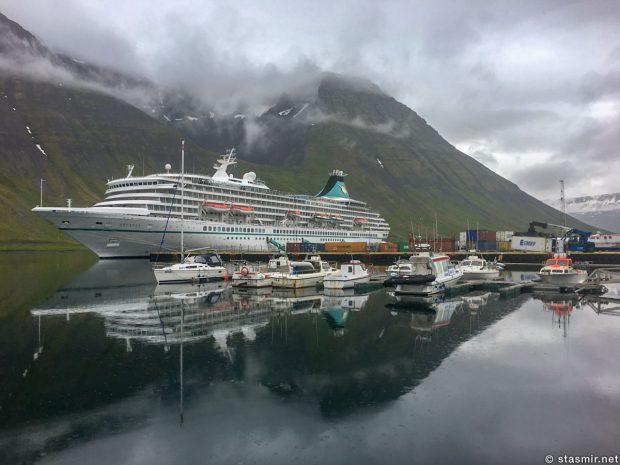 Пароход в гавани в Исафьордюре, фото Стасмир, photo Stasmir