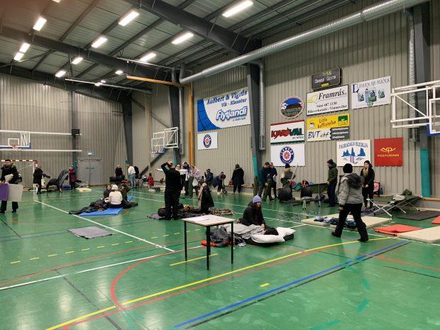"""Спортзал в Вике, где был развернут """"лагерь беженцев"""" от исландской погоды в маре 2020. Фото Стасмир, photo Stasmir"""