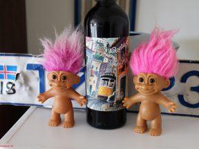 норвежские троли, исландский номерной знак и португальское вино, фото Стасмир, photo Stasmir. www.stasmir.net