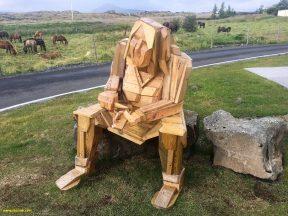 деревянная фигура перед отелем на озере Миватн, фото Стасмир, photo Stasmir